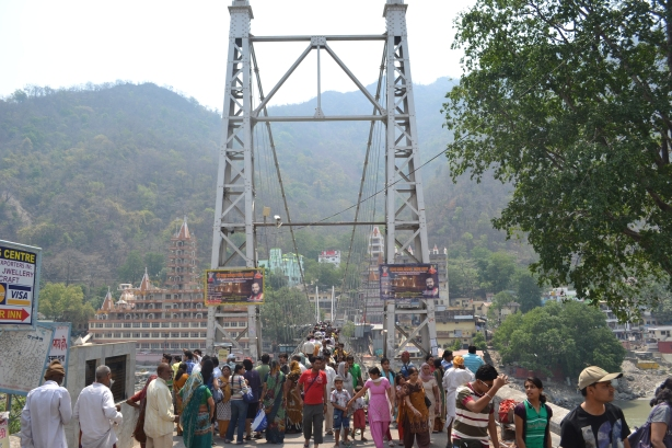Lakshman Jhula : It also connects the two parts of town across the Ganga river