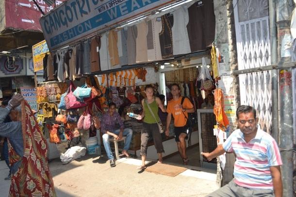 Walk through the market near Lakshman Jhula
