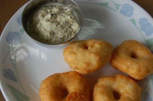 Freshly deep fried Vada with Chutney near Bombay Guest House  at Karol Bagh, Delhi