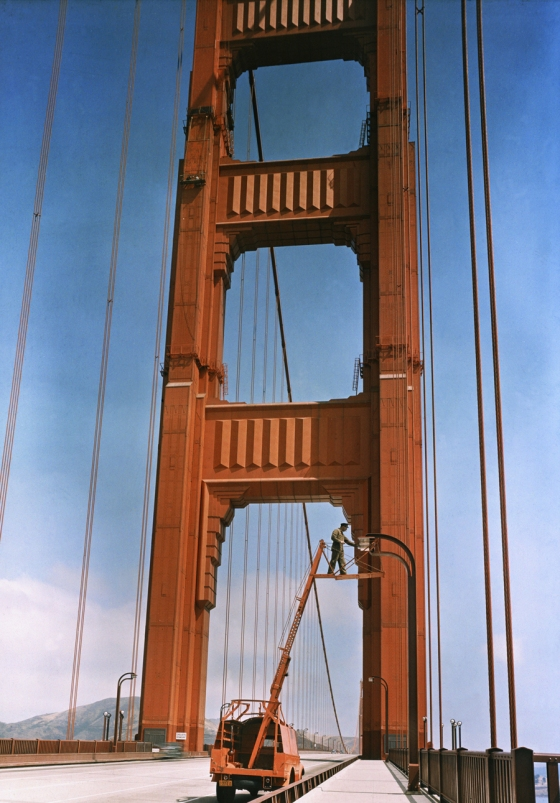 August 1938, San F rancisco, USA : A man repairs a light on the Golden Gate Bridge in San Francisco