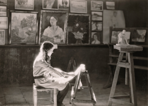 1927 Jerusalem : A student works at the Bezalel School of Arts and Crafts in Jerusalem