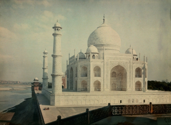 1923 Agra, India : A view of the Taj Mahal on Yamuna River