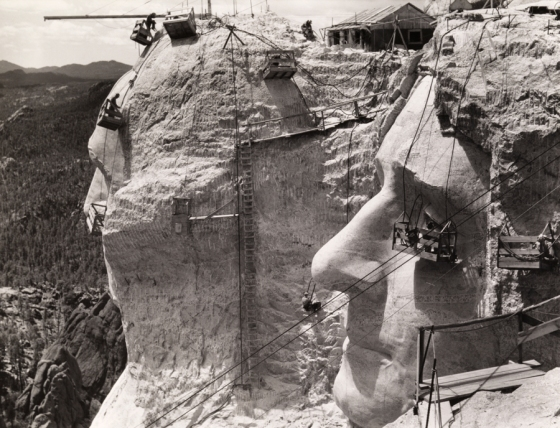 1939 USA : Thomas Jefferson at Mount Rushmore under construction