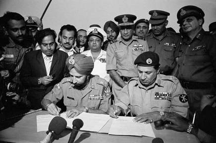 1971 Vijay Diwas  India liberates Bangladesh - Surrender of Pakistan