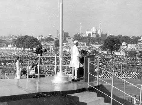 1977 Murarji Desai the first non-congress Prime Minister at Red Fort on Independence Day