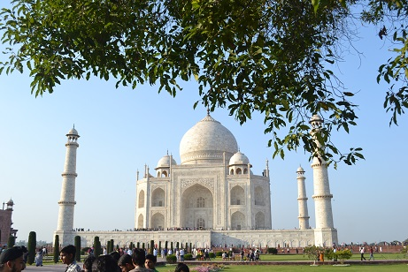 Beautiful Taj in its full glory, brightly lit by the afternoon sun...